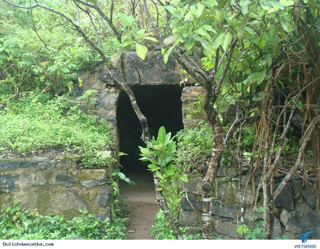 Hầm Tránh Bom Đảo Cát Bà